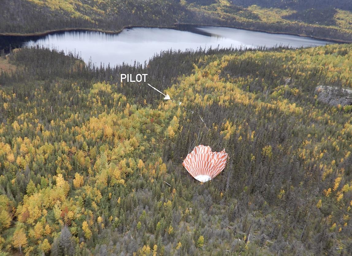 is_pilot2019_parachute.jpg