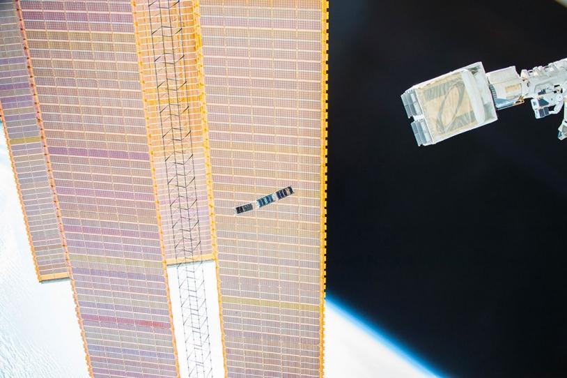 Déploiement de SpaceCube (au centre)