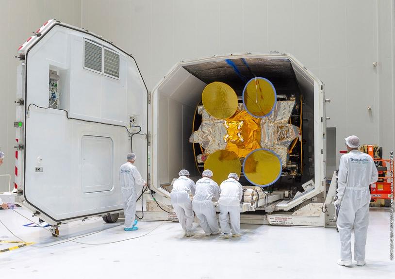 Ouverture du conteneur de Inmarsat GX5 au CSG