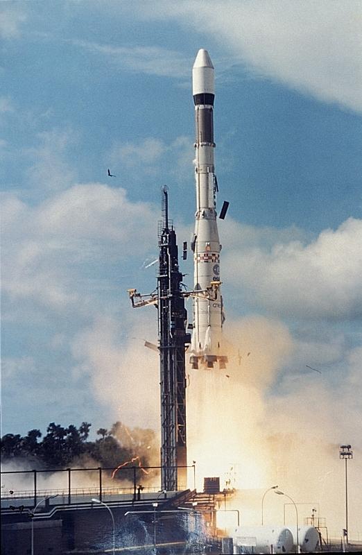 Décollage du lanceur Ariane 1, vol L01. Crédits : CNES/ESA/CSG Service Optique, 1979