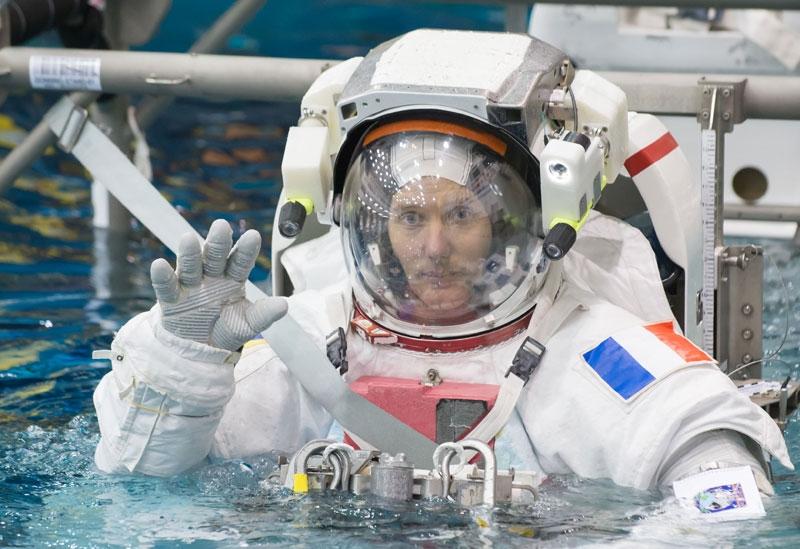 Thomas pendant son entraînement en piscine aux Etats-Unis en janvier 2015. Crédits : NASA/J. Blair.