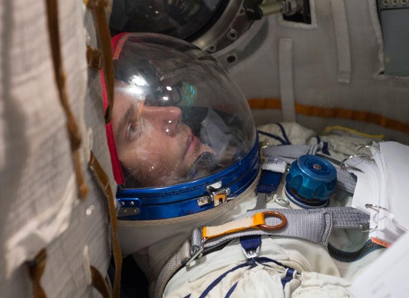 Thomas en entraînement dans le simulateur du vaisseau Soyouz, près de Moscou fin 2014. Crédits : ESA/S. Corvaja, 2014.